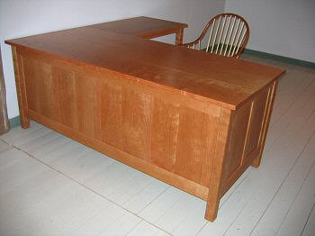Paneled desk with return - cherry